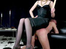 Maitresse Bénédicte pour punir soumis à quatre pattes